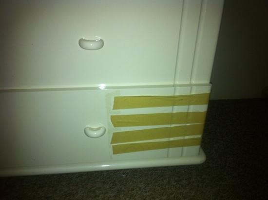 Suntower Holiday Units: bedroom drawers