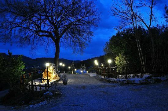 San Cipriano Picentino, Italia: Esterno - tarda sera