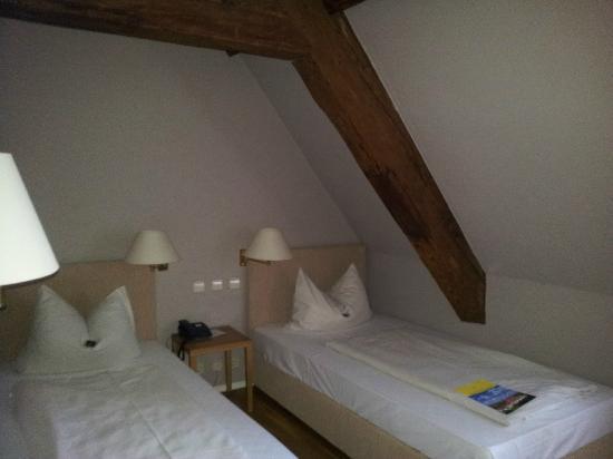 Hotel Schloss Heinsheim: Zimmer