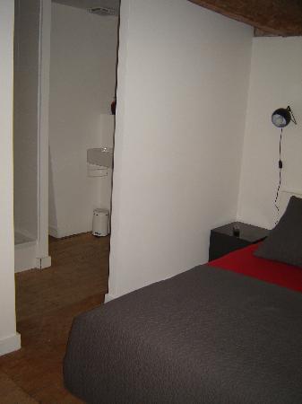 Princesse Apart'hotel : Open toiletgedeelte bij de slaapkamer.