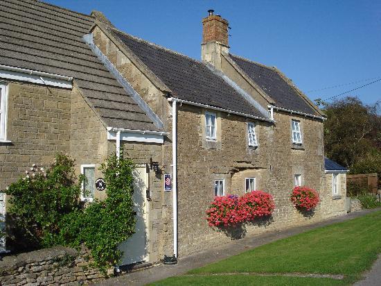 Honeysuckle Cottage : The Cottage West