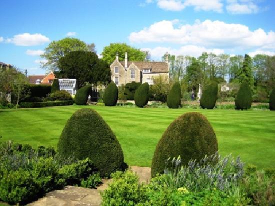 Honeysuckle Cottage : Courts Gardens