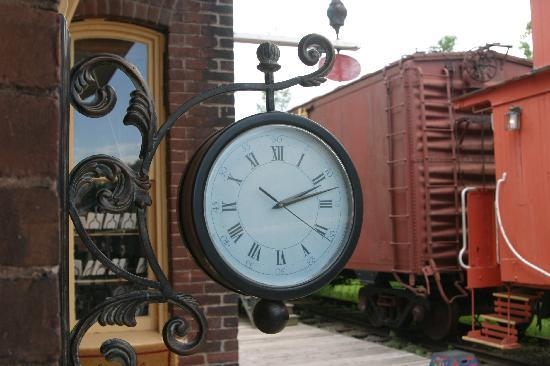 Tatamagouche, Canada: Clock at the station