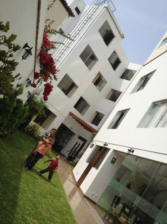 El Tambo: patio interior del hotel