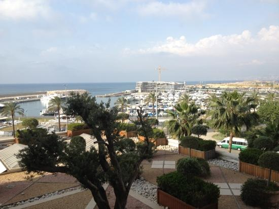 Phoenicia Hotel: the marina view from balcony . you have to turn sharply to left side