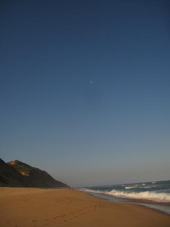 LaGoa Eco Lodge: view of the nearby beach (2km away)