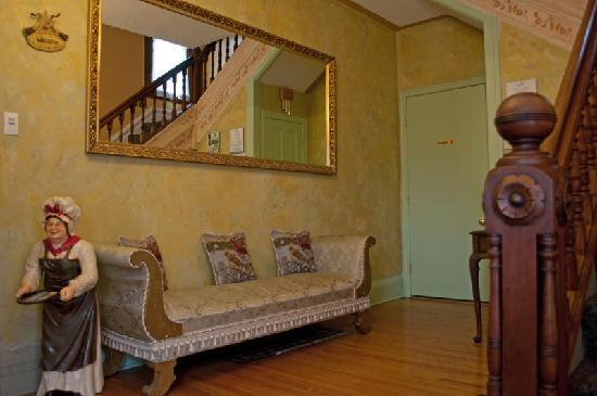 Always Inn Bed & Breakfast: Our foyer awaits you
