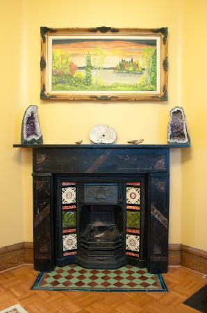 Always Inn Bed & Breakfast: Our victorian fire place