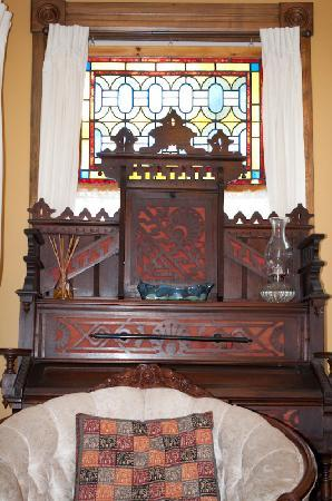 Always Inn Bed & Breakfast: Our 1880 Lakeside organ