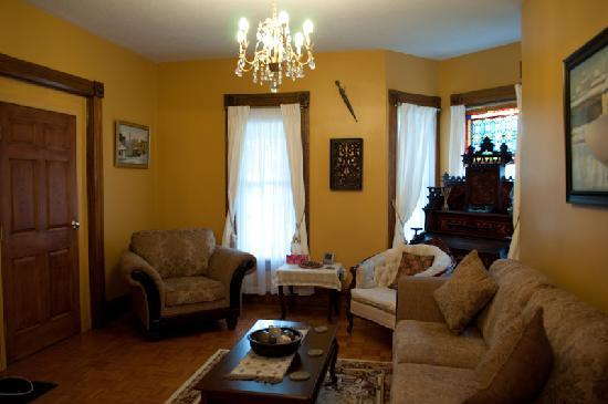 Always Inn Bed & Breakfast: Enjoy our lounge