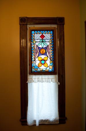 Always Inn Bed & Breakfast: Admire our stain glass windows
