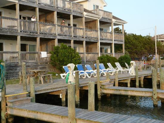 Captain's Landing Waterfront Hotel Suites: The hotel from the seaside