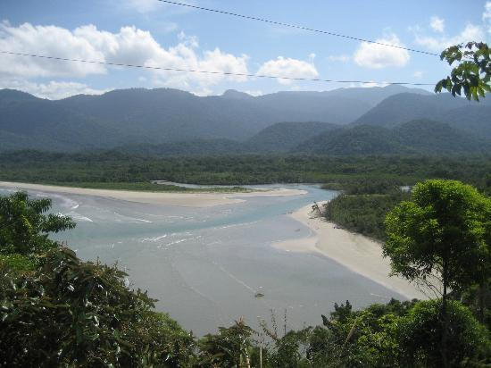 Pousada Picinguaba: Walk to Beach