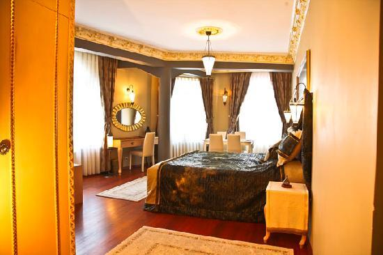Culture Romans Haute Couture Hotel: Superior Room