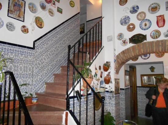Hostal Alcazar : Steps in Lobby Area
