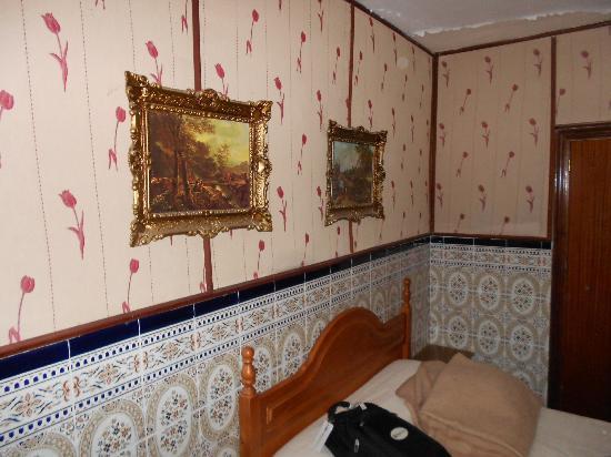 Hostal Alcazar : Our Room