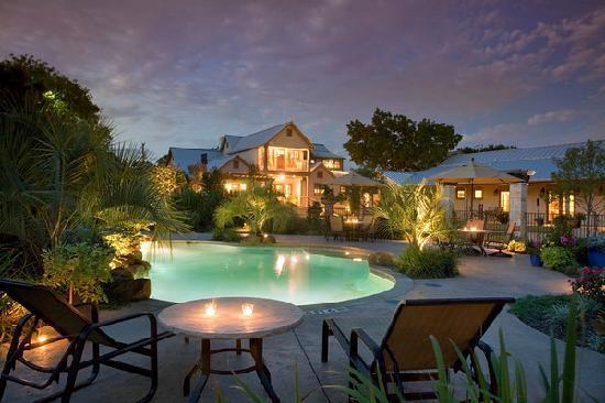 Inn on Lake Granbury: Inn Pool at Night