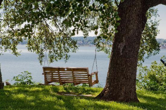 Inn on Lake Granbury: Inn Grounds and Swing on Lake