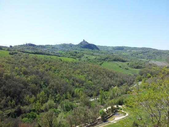 Podere Perelli: Castiglion d'Orcia e podere visti da Bagno Vignoni