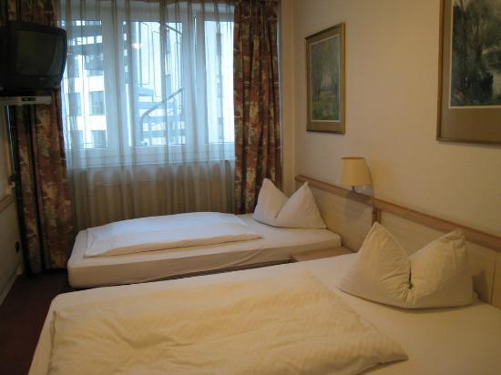 Hotel Adler: clean room