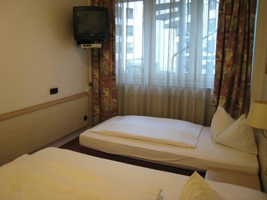 Hotel Adler: small TV at the corner