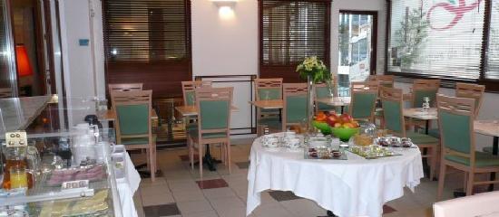 Paris Saint-Cloud Hotel : salle petit-déjeuner
