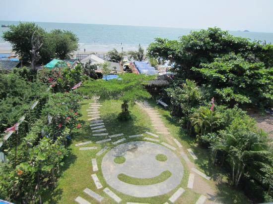 Hua Hin Blue Wave Beach Resort: Beach area