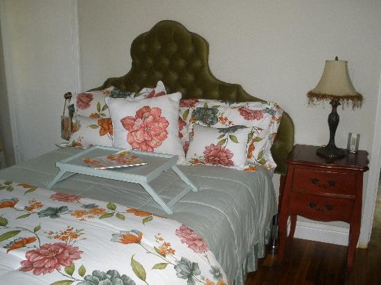Grace Lake Resort Lassen Lodging: Cottage Bedroom