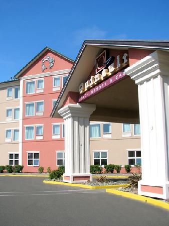 Quinault Beach Resort and Casino: Front Entrance - newly remodeled!