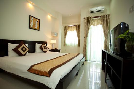 Green Suites Hotel: Superior King Bed