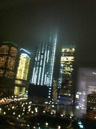 W New York - Downtown: Freedom Tower bei Nacht