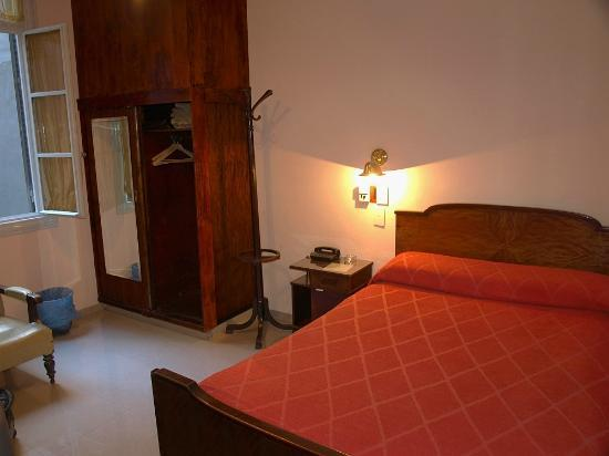Gran Hotel Espana: Smaller, cheaper, back facing bedroom - very quiet