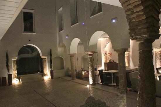 Hotel Viento10: Innenhof