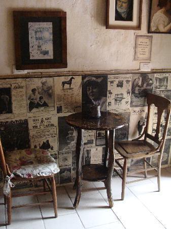 La Prensa Francesa Cafe: UNIQUE AMBIANCE