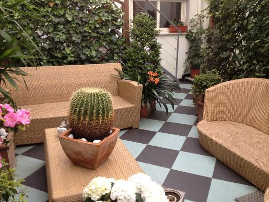 Hotel Tirrenia: sitting area off reception, just lovely