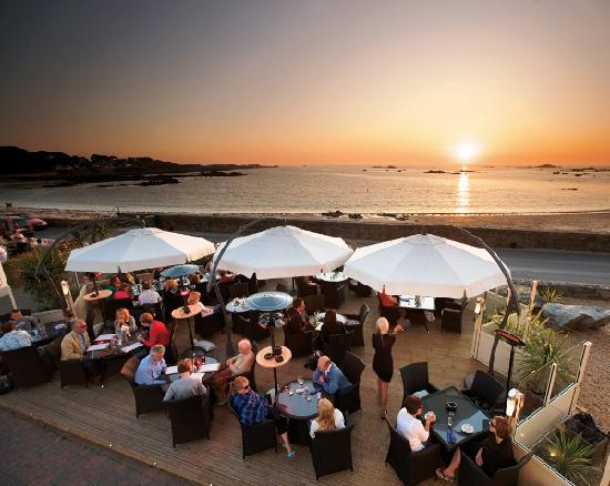 Cobo Bay Restaurant & Beach Terrace: The Beach Terrace