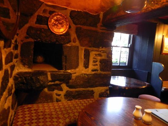 The Old Inn- Mullion: The nook which we ate in where the dogs allowed