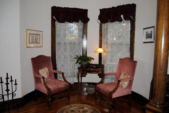 The Mulburn Inn at Bethlehem: sitting area