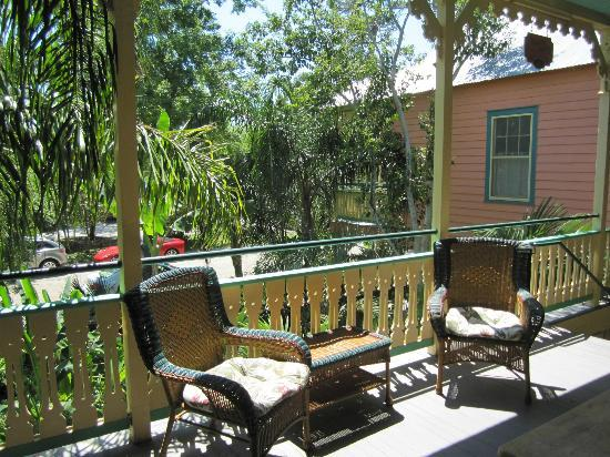 Marvilla Guest House: The shared porch