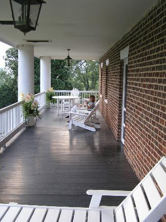 The 1804 Inn of Barboursville Vineyards: Great views from 45ft balcony!