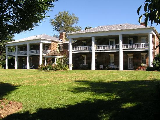 The 1804 Inn of Barboursville Vineyards: Front of Inn