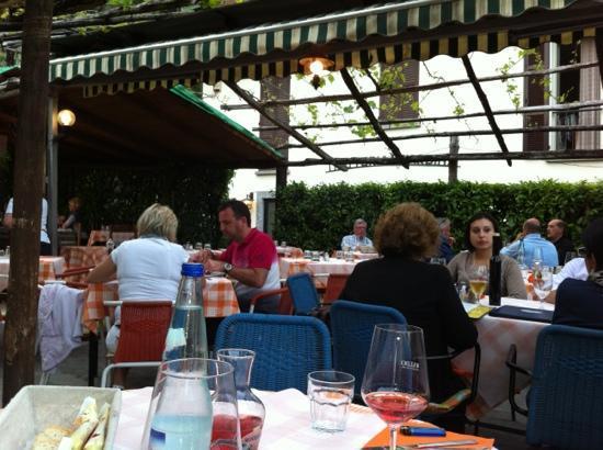 Trattoria Pizzeria Giardino : a sunny evening in May