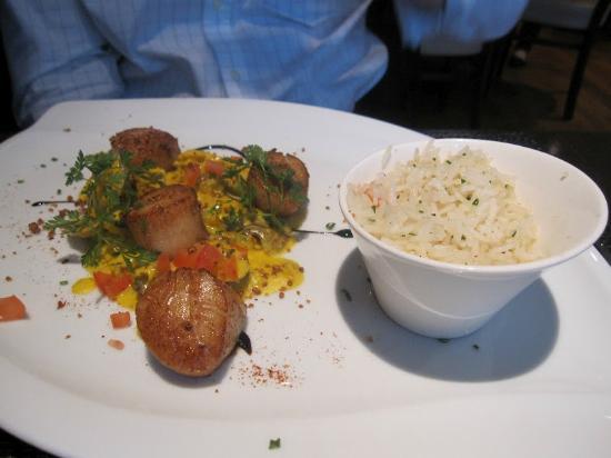 Tribeca: Noix de Saint-Jacques roasted hazelnut oil, cream and saffron vongole