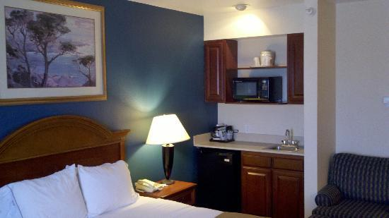 Holiday Inn Express Mackinaw City: Our mini-suite