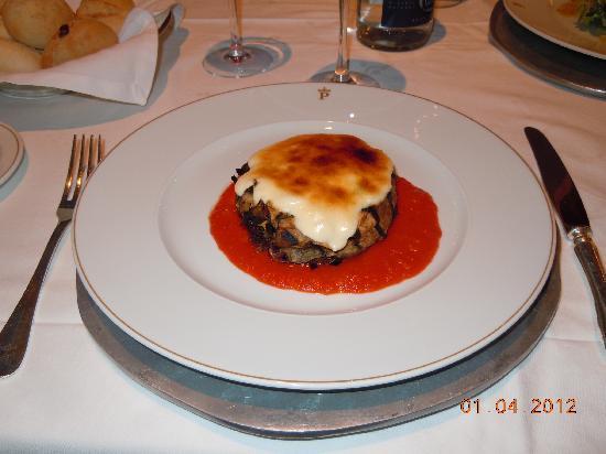 Restaurante Palacio de Eguilior : Una hamburgesa singularísima y rica.