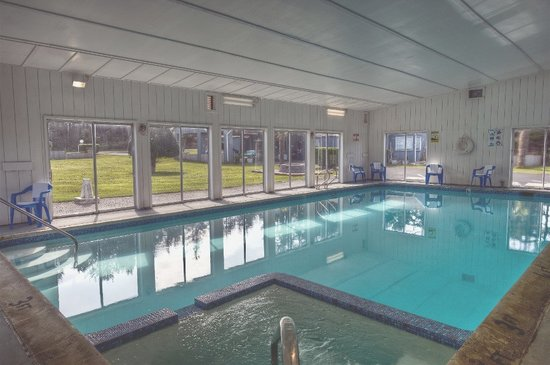 Silver Surf Motel: INDOOR POOL & HOT TUB