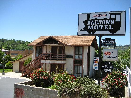 Jamestown Railtown Motel: Motel Entrance