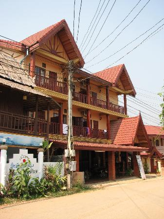 Mountain Riverview Guesthouse: the front of the hotel