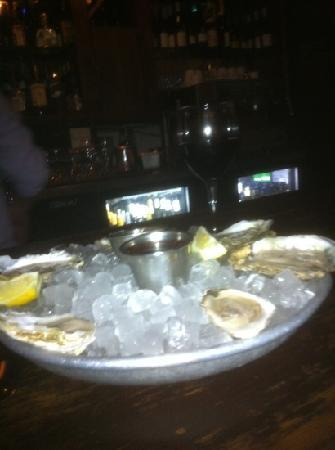 Vin Rouge: oysters