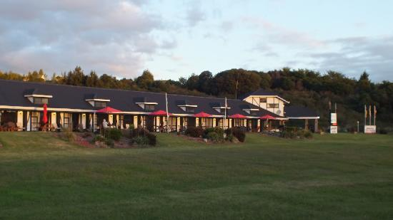 Chelmswood Motel: From Street City End